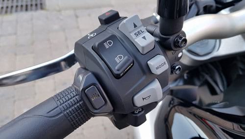 2018-Honda-cb1000r- สวิตซ์ไฟ