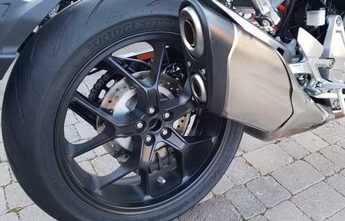 2018-Honda-cb1000r-ท่อไอเสีย